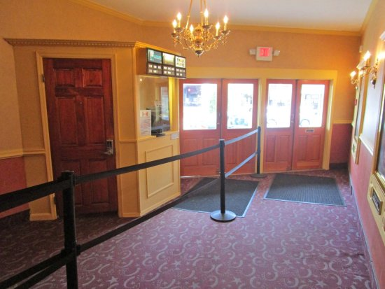 Bernardsville Cinema inside